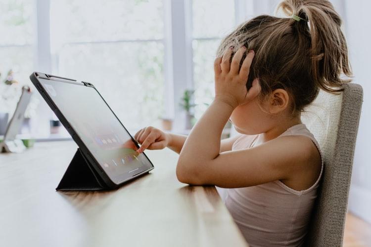 Utjecaj medija i digitalnih tehnologija na djecu i obitelj